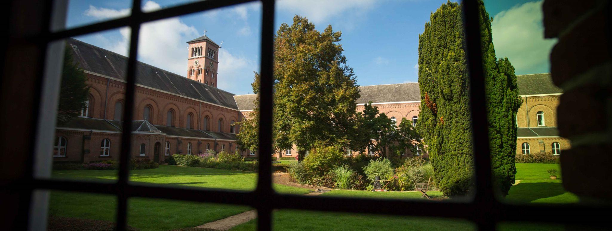 La vista dal chiostro dell'abbazia di Westmalle