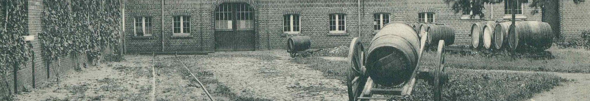 Barril de cerveza de madera en la fábrica de cerveza de Westmalle a comienzos del siglo XX