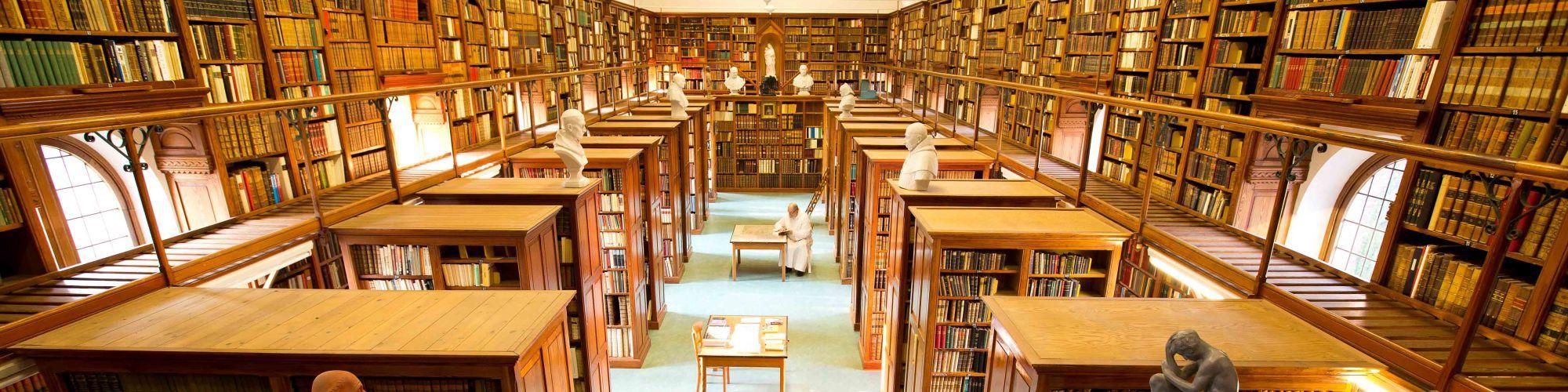 La biblioteca de la abadía de Westmalle con muchos manuscritos antiguos